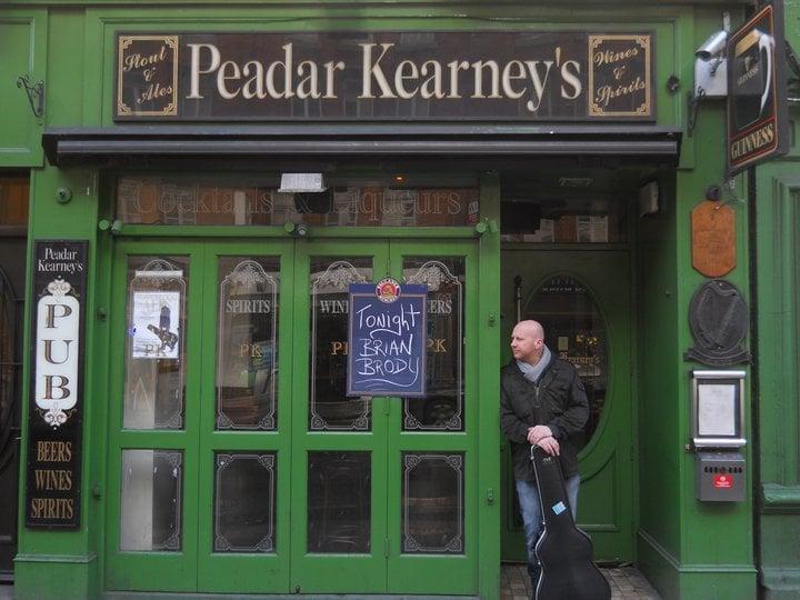 Travelyst Dublin pub_Peadar Kearneys